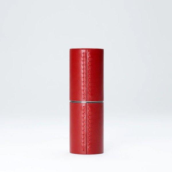 estuche de lapiz labial de cuero fino rojo la bouche rouge tienda cosmetica natural barcelona espana comprar belleza organica